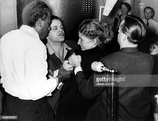 Kinski Klaus Actor Germany * during a quarrel with Babara Pleyer in the 'Quartier Boheme' at the Kurfuerstendamm in Berlin 1952 Published by 'BZ'...