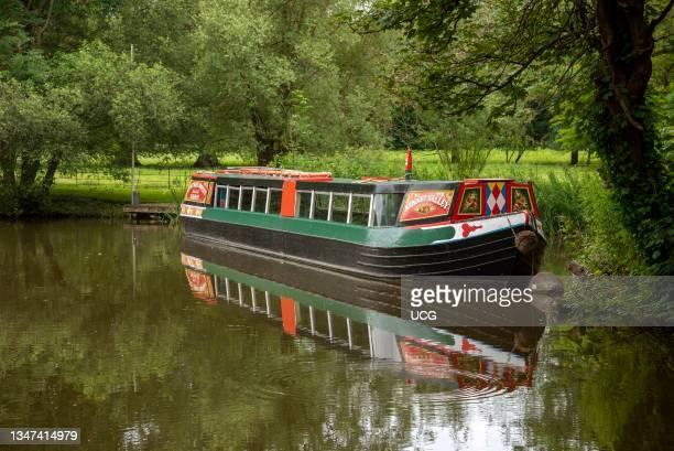 Kintbury, Berkshire, England, UK, Narrowboat on the Kennet and Avon Canal close to Kintbury.