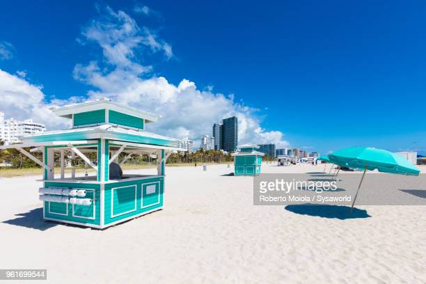 kiosk and beach umbrellas, south beach, miami, florida, united states - kiosk stock pictures, royalty-free photos & images