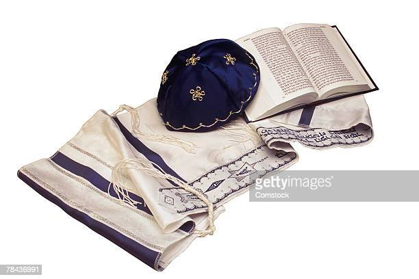 kippah and tallit with siddur - jewish prayer shawl ストックフォトと画像
