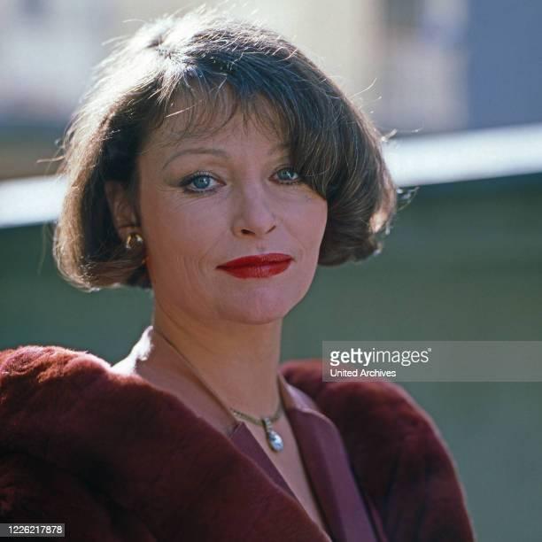 Kir Royal Fernsehserie Deutschland 1986 Regie Helmut Dietl Folge Karriere Darsteller Angelica Domröse