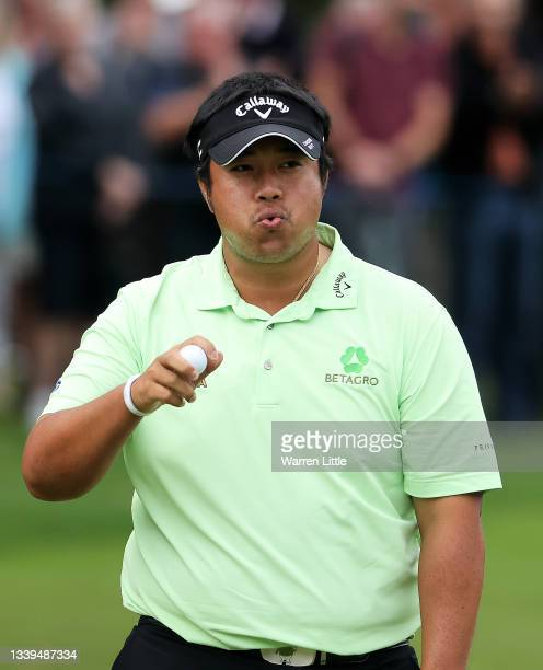 Kiradech Aphibarnrat of Thailand acknowledges the crowd after finishing his round on the 18th hole during Day Two of The BMW PGA Championship at...