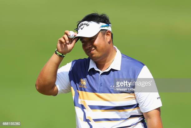 Kiradech Aphibarnrat of Thailand acknowledges the crowd on the 18th green during day one of the BMW PGA Championship at Wentworth on May 25 2017 in...