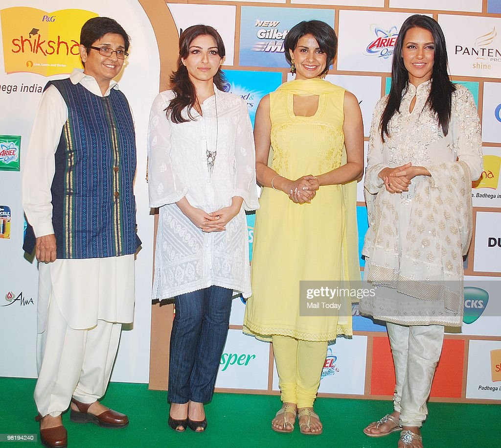 Kiran Bedi Neha Dhupia Gul Panaga and Soha Ali Khan at a function by Shiksha NGO in Mumbai on March 31 2010