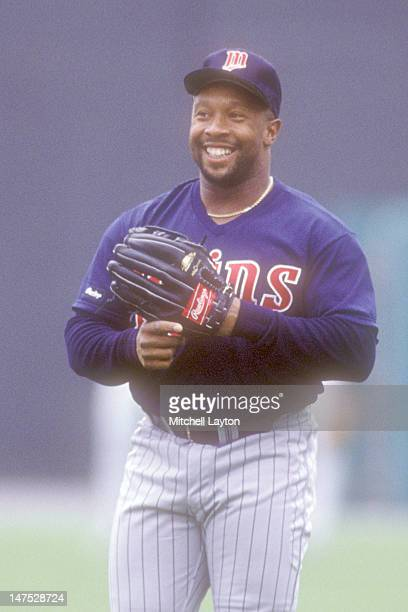 Kirby Puckett of the Minnesota Twins plays catch during batting practice of a baseball game against the Baltimore Orioles on September 1 1988 at...