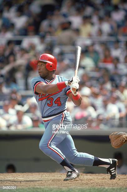 Kirby Puckett of the Minnesota Twins swings at a pitch during a 1985 season game