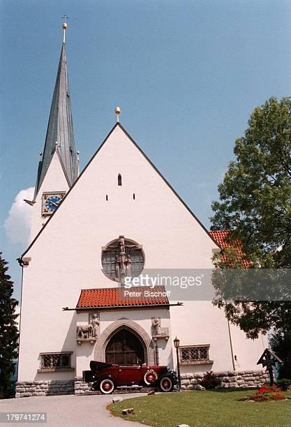 Kirche Maria Himmelfahrt Hochzeit vonKai Böcking und Angela Barzen Bad Wiesselam Tegernsee Braut HochzeitskleidBlumenstrauß
