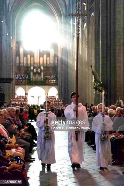 kirche saint waudru in mons - kirche imagens e fotografias de stock