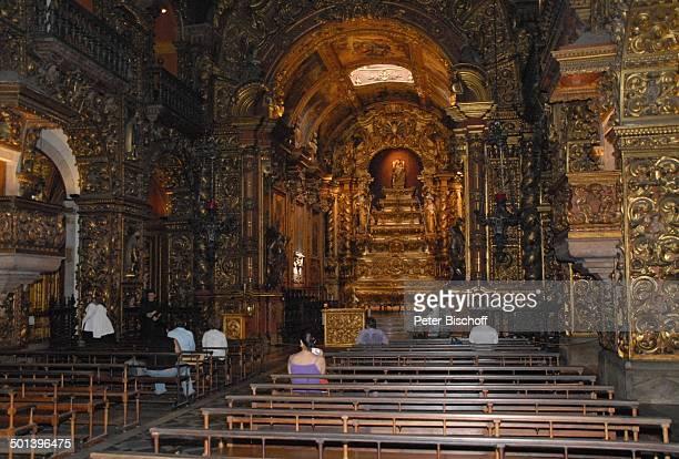Kirchgänger Kirche Sankt Benedikt Blick auf Altar mit MarienStatue Zentrum Rio de Janeiro Brasilien Südamerika vergoldet gold Blattgold Reise NB DIG...