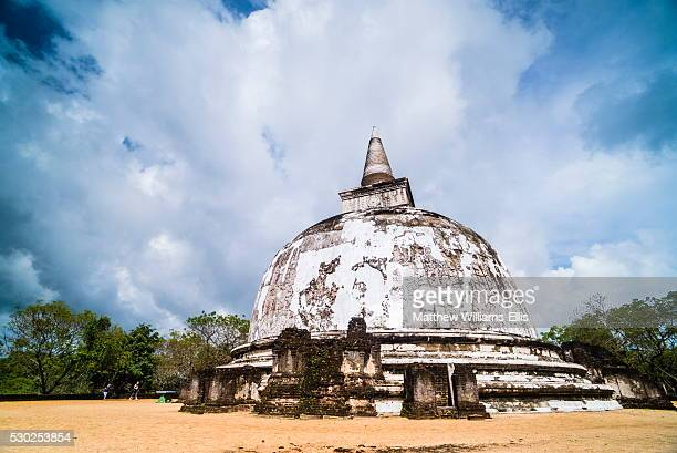 kiri vehera dagoba in the ancient city of polonnaruwa, unesco world heritage site, sri lanka, asia - lanka stock pictures, royalty-free photos & images