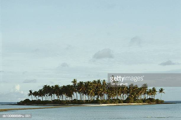 kiribati island, south pacific - kiribati stock-fotos und bilder
