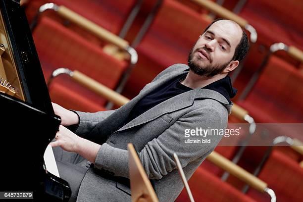 Kirill Gerstein gastiert in Begleitung des Gürzenich-Orchester Köln unter der Leitung des amerikanischen Dirigenten James Gaffigan Philharmonie Köln
