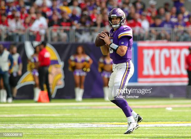 Kirk Cousins of the Minnesota Vikings drops back to pass the ball in the first half of the game against the San Francisco 49ers at US Bank Stadium on...