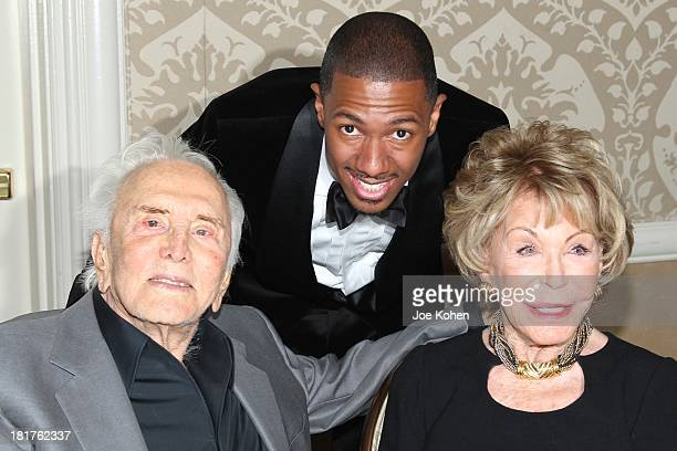 Kirk Douglas and Anne Douglas pose for a photo with honoree Nick Cannon at the Los Angeles Mission Gala at Four Seasons Hotel Los Angeles at Beverly...