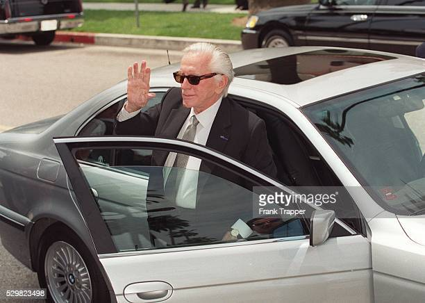 Kirk Douglas arrives at the religious ceremony at the Chuch of the Good Shepherd in Beverly Hills