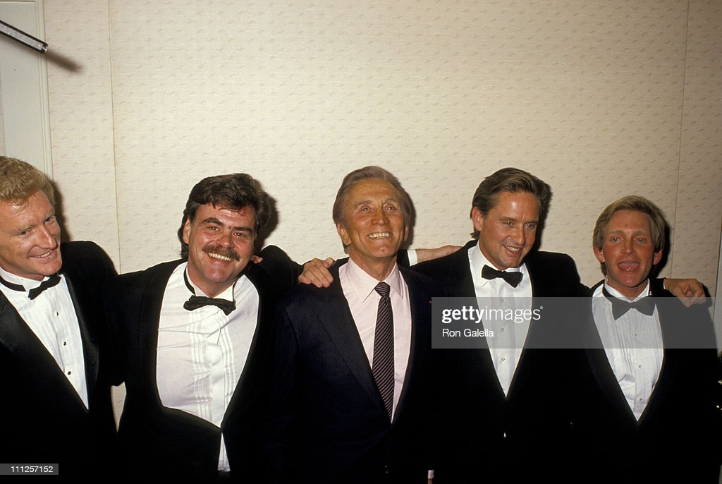 The American Academy of Dramatic Arts Tribute to Kirk Douglas : News Photo