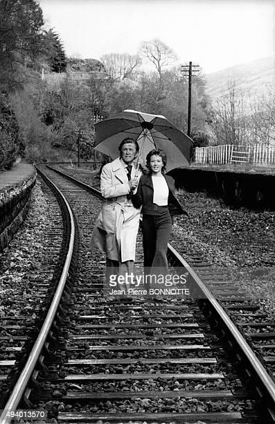 Kirk Douglas et Marlène Jobert sur le tournage du film de Dick Clément 'Les doigts croisés' en avril 1971 en Ecosse RoyaumeUni