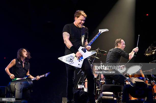 Kirk Hammett James Hetfield Robert Trujillo and Lars Ulrich of rock band Metallica perform on stage at the Allstate Arena on January 26 2009 in...