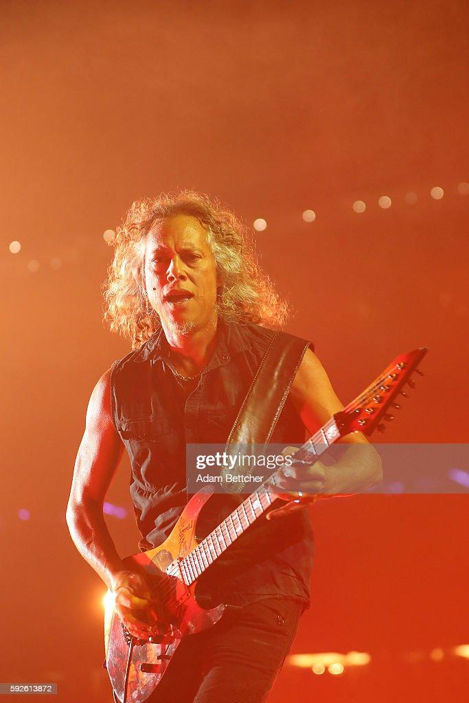 Kirk Hammett of Metallica performs at U.S. Bank Stadium on August 20, 2016 in Minneapolis, Minnesota.