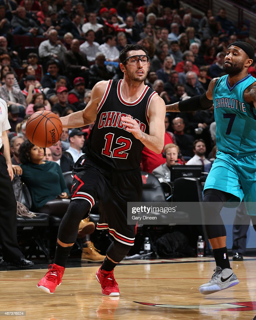 kirk-hinrich-of-the-chicago-bulls-handle