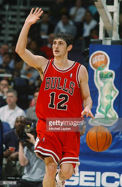 Kirk Hinrich of the Chicago Bulls moves the ball during the game against the Washington Wizards at the MCI Center on February 26, 2004 in Washington,...