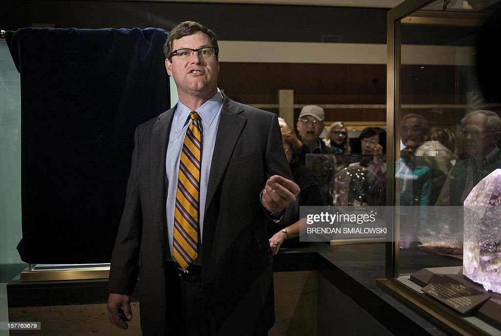 Kirk Johnson, the Sant Director of the National Museum of Natural History, speaks during a unveiling ceremony in the Janet Annenberg Hooker Hall of Geology, Gems and Minerals at the Smithsonian's National Museum of Natural History December 6, 2012 in Washington, DC. The Dom Pedro aquamarine, currently considered the largest single piece of cut gem aquamarine in the world, was donated to the Smithsonian by Jane Mitchell and her husband Jeffrey Bland. AFP PHOTO/Brendan SMIALOWSKI