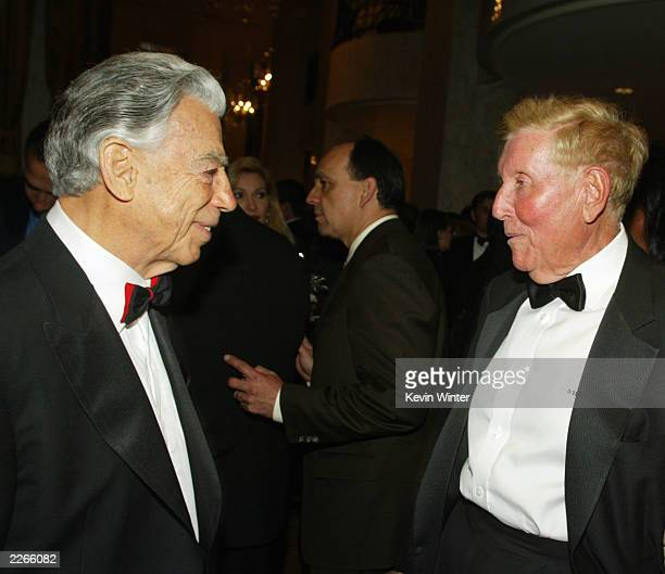 Kirk Kerkorian and Sumner Redstone chat at An Evening with Larry King and Friends to benefit The Larry King Cardiac Foundation at the Regent Beverly...