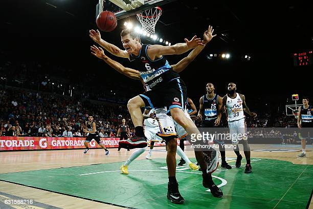 Kirk Penney of the Breakers clashes into Garrett Jackson of the Kings during the round 15 NBL match between the New Zealand Breakers and the Sydney...