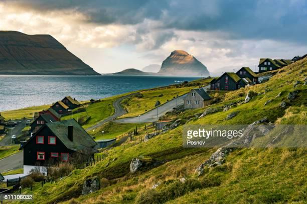 kirkjubøur and koltur - ilhas faeroe - fotografias e filmes do acervo