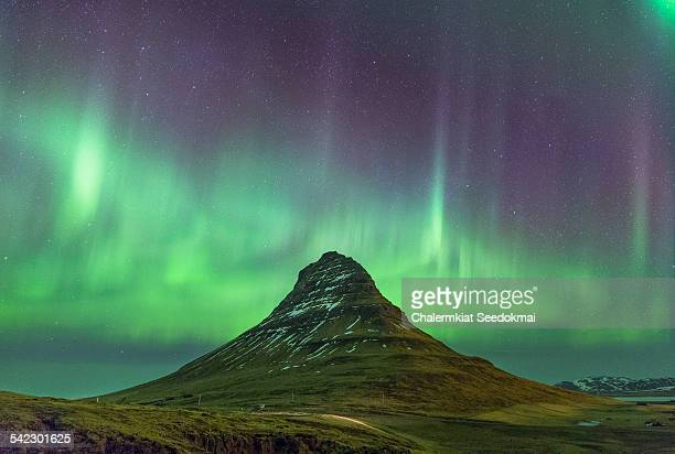 kirkjufell with northern lights - marginata stock pictures, royalty-free photos & images