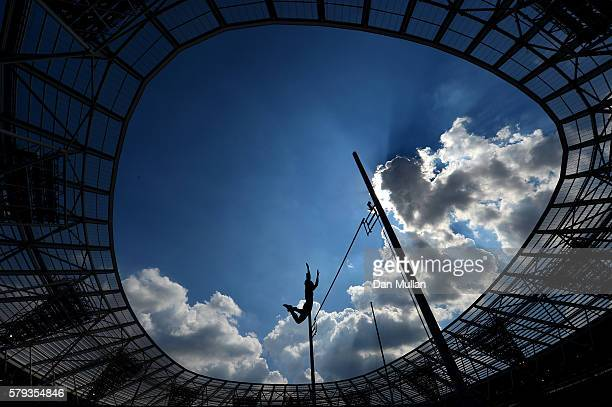 Kirsten Brown of the United States competes in the Women's Pole Vault during Day Two of the Muller Anniversary Games at The Stadium Queen Elizabeth...