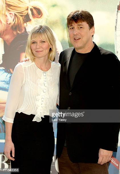 Kirsten Dunst and Director Cameron Crowe during Elizabethtown Madrid Photocall at Santo Mauro Hotel in Madrid Spain
