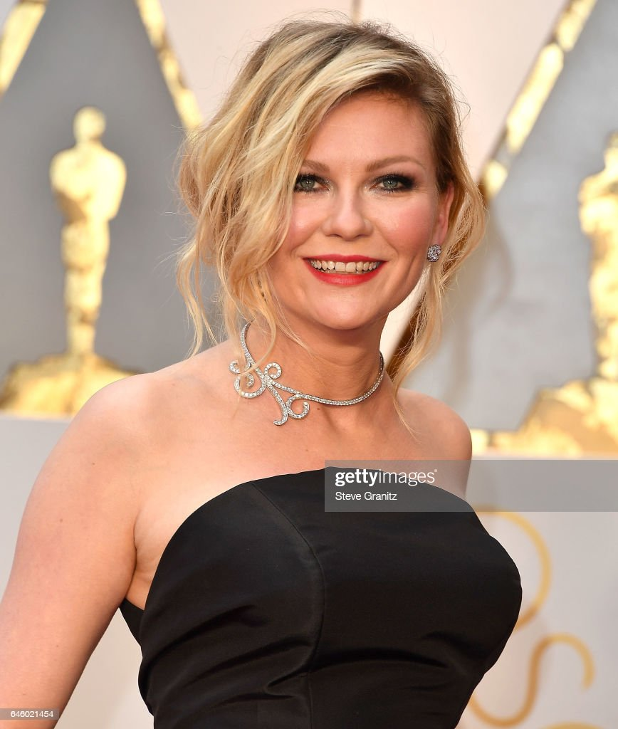 Kirsten Dunst arrives at the 89th Annual Academy Awards at Hollywood & Highland Center on February 26, 2017 in Hollywood, California.