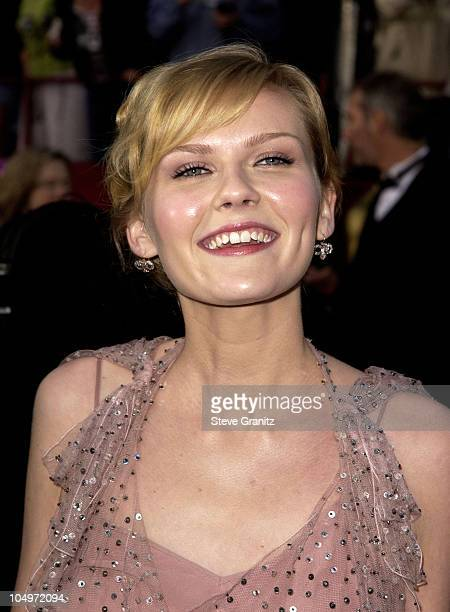 Kirsten Dunst during The 74th Annual Academy Awards - Arrivals at Kodak Theater in Hollywood, California, United States.