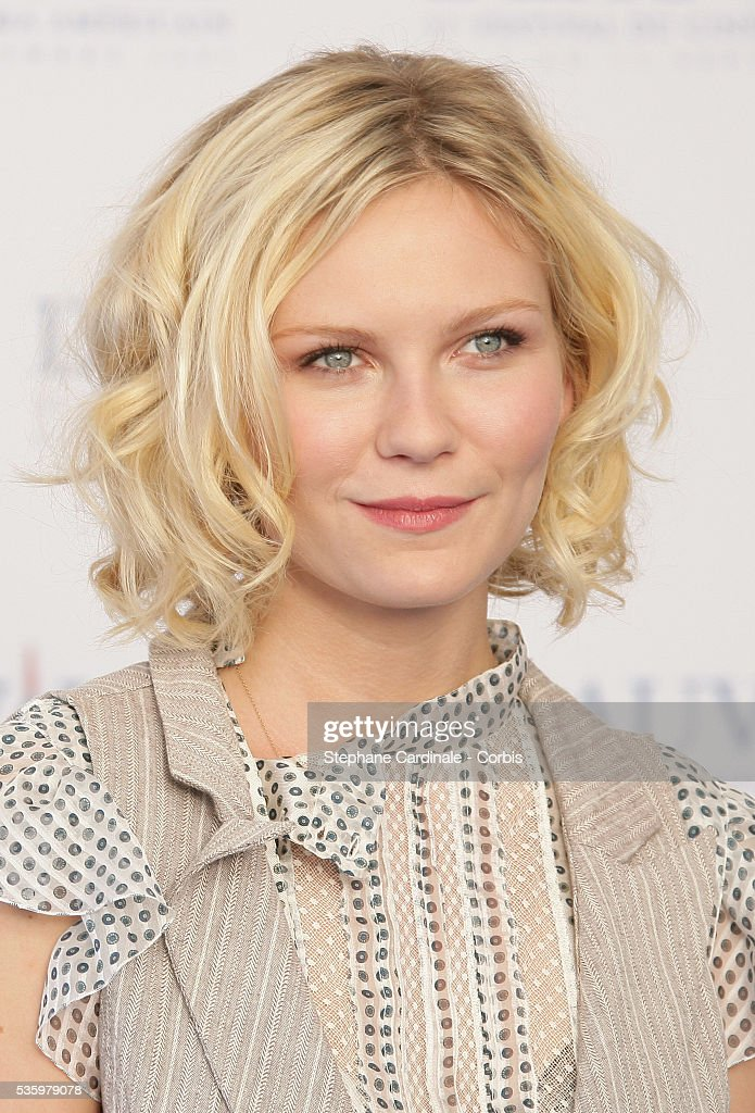 Kirsten Dunst poses at 'Elizabethtown' photocall during the 31st American Deauville Film Festival.