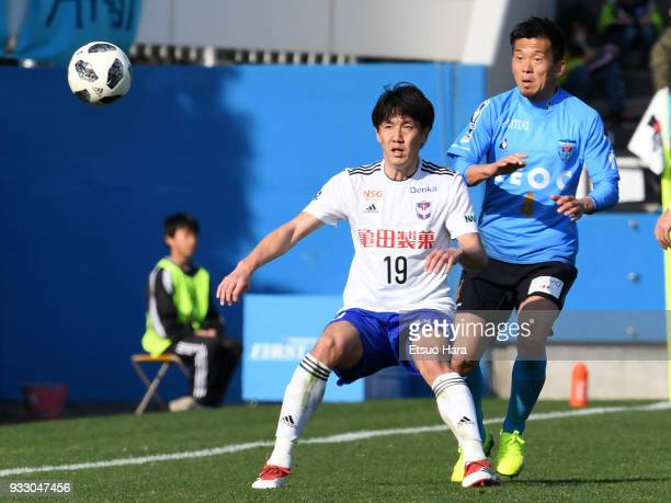 Kisho Yano of Albirex Niigata and Masaki Watanabe of Yokohama FC compete for the ball during the JLeague J2 match between Yokohama FC and Albirex...