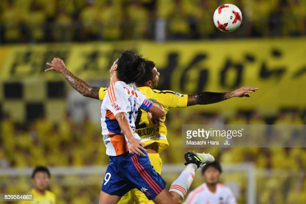 Kisho Yano of Albirex Niigata and Ramon Lopes of Kashiwa Reysol compete for the ball during the JLeague J1 match between Kashiwa Reysol and Albirex...