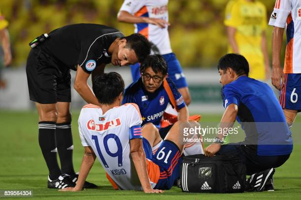 Kisho Yano of Albirex Niigata receives medical treatment during the JLeague J1 match between Kashiwa Reysol and Albirex Niigata at Hitachi Kashiwa...