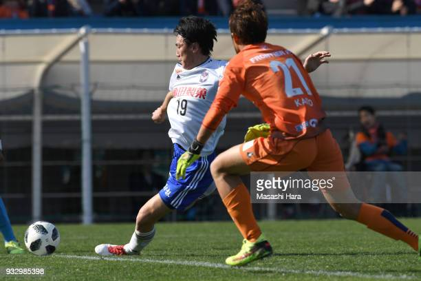 Kisho Yano of Albirex Niigata scores the second goal during the JLeague J2 match between Yokohama FC and Albirex Niigata at Nippatsu Mitsuzawa...