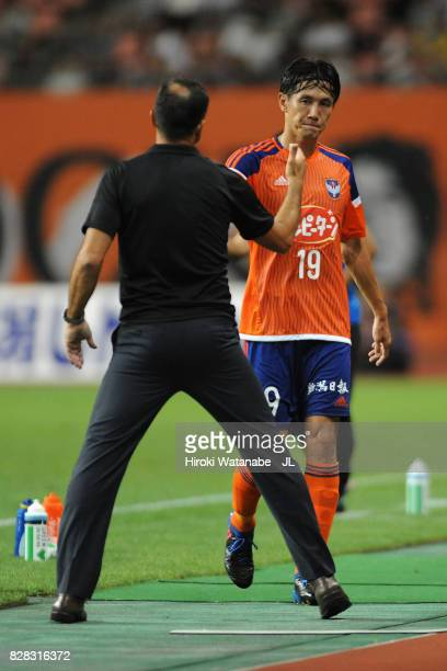 Kisho Yano of Albirex Niigata shakes hands head coach Wagner Lopes after being replaced during the JLeague J1 match between Albirex Niigata and...