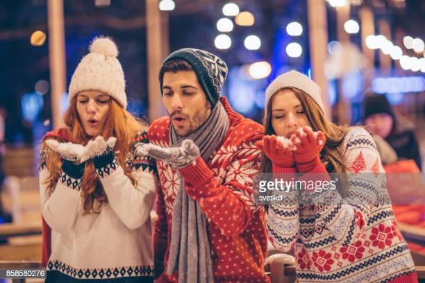 pussar från bästa semester någonsin - christmas jumper bildbanksfoton och bilder