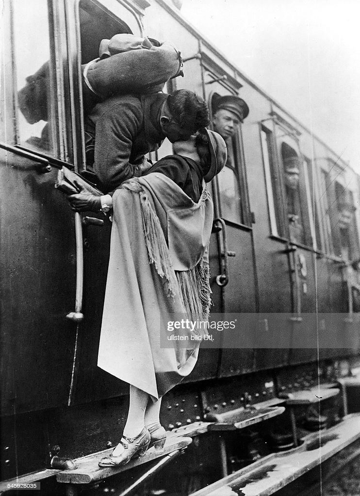 Kisses US soldier tenderly kissing his girlfriend goodbye before departing by train (from Koblenz) : News Photo