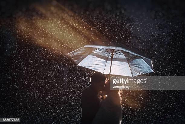 Embrasser sous la pluie
