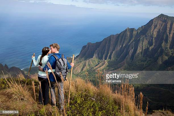 kissing on a mountain top - na pali coast stock pictures, royalty-free photos & images