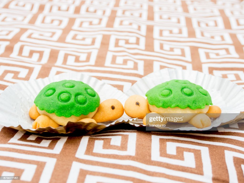 Kissing Turtle Shaped Cake Stock Photo Getty Images
