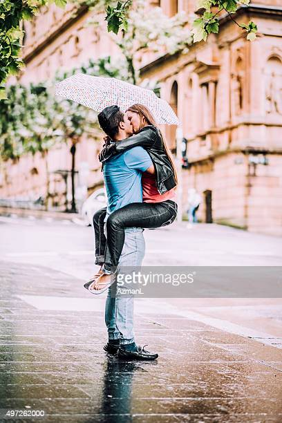 kissing under umbrella - couples kissing shower stock pictures, royalty-free photos & images