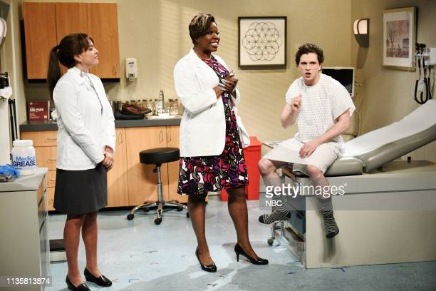LIVE 'Kit Harington' Episode 1763 Pictured Cecily Strong as Christine Leslie Jones as Dr DeMarsha and host Kit Harington as the patient during the...