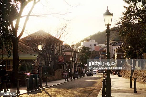 kitano-dori in kobe - 神戸市 ストックフォトと画像