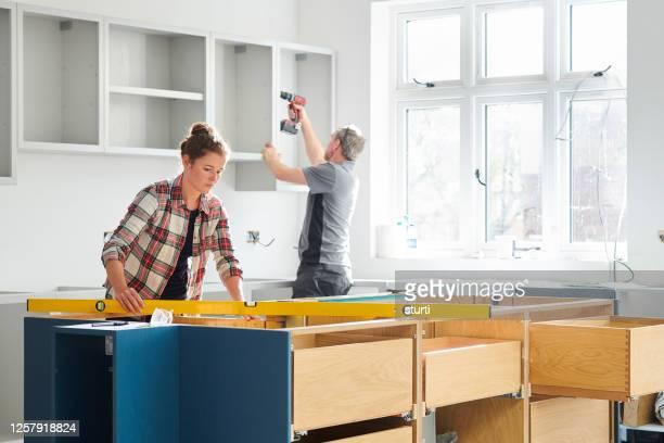 キッチンフィッター - 住宅リフォーム ストックフォトと画像