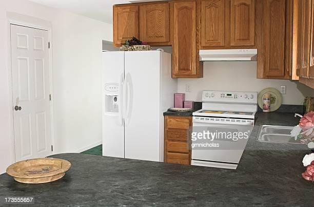 ausgestattete küche - wohngebäude innenansicht stock-fotos und bilder